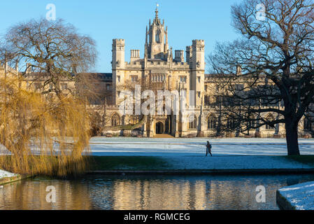 Cambridge, UK. 30th Jan, 2019. St John's College and River Cam, Cambridge, after overnight snow, Cambridge, UK. 30th Jan, 2019. UK Weather Credit: Alan Copson City Pictures/Alamy Live News - Stock Photo