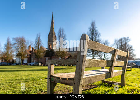 Salisbury, Wiltshire, UK. 30th January 2019. An empty park bench overlooking the cathedral in Salisbury. The area is empty of people in the aftermath of the Novichok nerve agent attack by Russian agents. Credit: Thomas Faull/Alamy Live News - Stock Photo