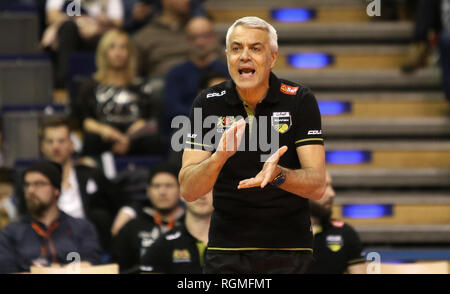 Berlin, Germany. 30th Jan, 2019. Volleyball, Men: Champions League, Berlin Volleys - Lotos Trefl Danzig, 4th round, Group D, 4th matchday. Coach Andrea Anastasi from Gdansk applauds his team. Credit: Andreas Gora/dpa/Alamy Live News - Stock Photo