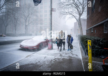 New York, USA. 30th Jan, 2019. Pedestrians in the Chelsea neighborhood of New York during a brief but intense snow squall on Wednesday, January 30, 2019. Temperatures in the city are expected to drop to as low as 4 degrees with gusts of wind up to 50mph on Wednesday night into Thursday morning. ( © Richard B. Levine) Credit: Richard Levine/Alamy Live News - Stock Photo