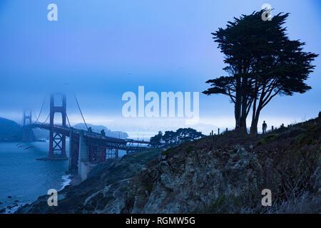 USA, California, San Francisco, Golden Gate Bridge in the evening - Stock Photo