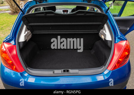 Empty space in the boot space of  a Peugeot 207 5 door 2009 car in England - Stock Photo