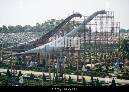 construction of two new dinosaur at the Dinosaur Park near the city of Pattaya in the Provinz Chonburi in Thailand.  Thailand, Pattaya, November, 2018 - Stock Photo