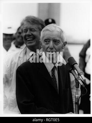 CAPE CANAVERAL, Fla. (May 27, 1977) Adm. Hyman G. Rickover, Retired, Director, Division of Naval Reactors, U.S. Energy Research and Development Administration and Deputy Commander for Nuclear Propulsion, speaks to the group gathered at the nuclear powered submarine USS Los Angeles (SSN 688). His answer to a question brings a laugh from President Jimmy Carter and the gathered crowd. (U.S. Navy photo by Photographer's Mate 2nd Class Dave Longstreath/Released) - Stock Photo