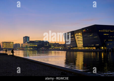 The Black Diamond, Royal Danish Library at night with water reflections, Copenhagen, Denmark, October 2018 - Stock Photo