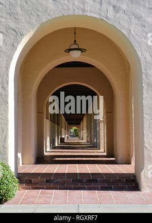 Arched walkway on the campus of the California Institute of Technology, Pasadena, California, USA; Caltech pathway with arches. - Stock Photo