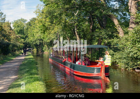 Llangollen, Denbighshire, Wales, United Kingdom.  Boats on the Llangollen canal.  These craft, known as narrowboats, were designed specifically for th - Stock Photo
