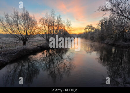 River Avon Valley, Burgate, Fordingbridge, New Forest, Hampshire, UK, 31st January 2019, Weather: A hard frost overnight turns the countryside white as the sunrise brings morning light. The freezing conditions lay the ground for snowfall later which is expected to settle and cause disruption across southern England. Credit: Paul Biggins/Alamy Live News - Stock Photo