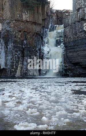 High Force, Middleton-in-Teesdale, County Durham, UK.  Thursday 31st January 2019. UK Weather.  After temperatures dropped to as low as minus 14 in some areas overnight, the River Tees and the waterfall of High Force near Middleton-in-Teesdale looked spectacular as they started to freeze over.  Credit: David Forster/Alamy Live News - Stock Photo