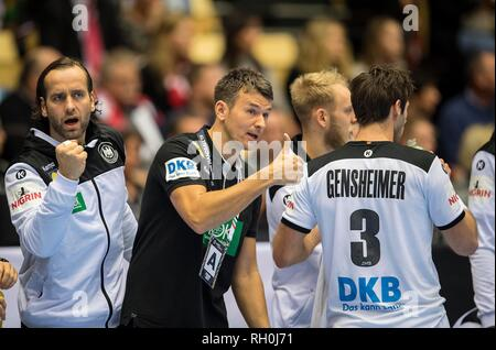 coach Christian PROKOP (ENG) gesture, gesture, thumb pointing to the left, left to right goalkeeper Silvio HEINEVETTER (GER), coach Christian PROKOP (GER), Uwe GENSHEIMER (GER) 3rd place, Germany (GER) - France (GER) FRA) 25:26, on 27.01.2019 in Herning/Denmark Handball World Cup 2019, from 10.01. - 27.01.2019 in Germany/Denmark. | usage worldwide - Stock Photo
