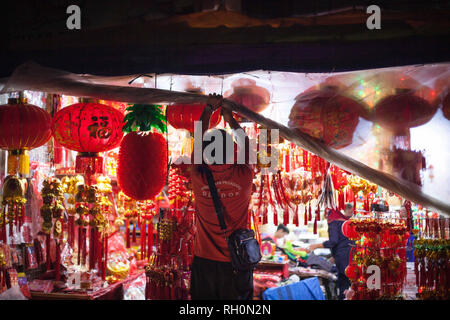 Jakarta, Jakarta, Indonesia. 31st Jan, 2019. A shopkeeper open the plastic curtain after the rain at a shop selling Chinese New Year decorations in the Chinatown in Jakarta, Indonesia on January 31, 2019. People of Chinese descent in the world's most populous Muslim country are preparing to celebrate the lunar New Year of the Pig on February 5. Credit: Afriadi Hikmal/ZUMA Wire/Alamy Live News - Stock Photo