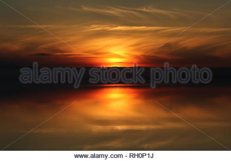 Dundee, UK. 31st January 2019. Sunset over the Tay Estuary, a dramatic end to a cold foggy day in Tayside. Credit: Stephen Finn/Alamy Live News - Stock Photo