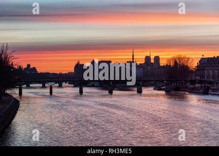 Timelapse Transition of Sunrise over ile de la Cite in winter - Paris - Stock Photo