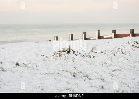 Ferring west Sussex, UK. Friday 1 st Febuary. UK weather. After moderate snowfall last night Ferring wakes to snow covered beaches. Credit: Photovision Images News/Alamy Live News - Stock Photo