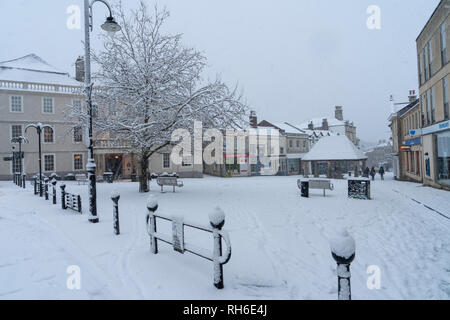 Chippenham, Wiltshire, UK. 1st February, 2019. Chippenham, Wiltshire in the snow on the way to work Credit: Roland James/Alamy Live News - Stock Photo