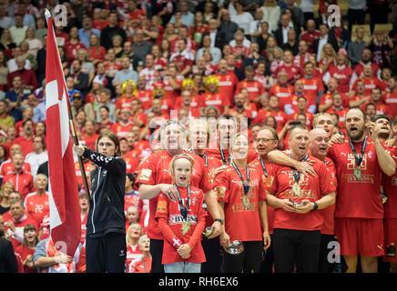 Award ceremony team DEN (1st place), sings the national anthem, l. coach Nikolaj JACOBSEN (DEN) Final, Norway (NOR) - Danmark (DEN) 22: 3, on 27.01.2019 in Herning/Denmark Handball World Cup 2019, from 10.01. - 27.01.2019 in Germany/Denmark. | usage worldwide - Stock Photo