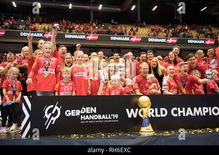 Award Ceremony, jubilation Team DEN (1st place) with Children, Family and Cup, Team, Final, Norway (NOR) - Denmark (DEN) 22: 3, on 27.01.2019 in Herning/Denmark Handball World Cup 2019, from 10.01. - 27.01.2019 in Germany/Denmark.   usage worldwide - Stock Photo