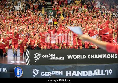 Award Ceremony jubilation Team DEN (1st place), Final, Norway (NOR) - Denmark (DEN) 22:31, 27.01.2019 in Herning/Denmark Handball World Cup 2019, from 10.01. - 27.01.2019 in Germany/Denmark.   usage worldwide - Stock Photo