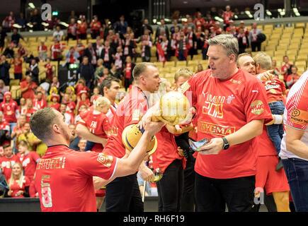 Award Ceremony, Casper MORTENSEN l. (DEN) coach Nikolaj JACOBSEN (DEN) passes the cup, Final, Norway (NOR) - Denmark (DEN) 22: 3, on 27.01.2019 in Herning/Denmark Handball World Cup 2019, from 10.01. - 27.01.2019 in Germany/Denmark. | usage worldwide - Stock Photo