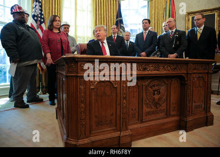 Washington, DC. 31st Jan, 2019. United States President Donald J. Trump speaks during a meeting with American manufacturers in the Oval Office of the White House on January 31, 2019 in Washington, DC. Credit: Oliver Contreras/Pool via CNP   usage worldwide Credit: dpa/Alamy Live News - Stock Photo