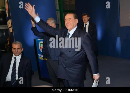 Foto Fabio Urbini /LaPresse 01 Febbraio 2019 Pescara (PE) Italia Politica  Pescara porto Turistico Nella foto: l'arrivo di  Berlusconi Silvio - Stock Photo