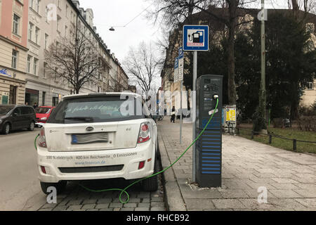 Munich, Deutschland. 30th Jan, 2019. The BYD e6 is an electric car of the Chinese manufacturer BYD Auto. Stands at a charging station of Stadtwerke Muenchen in the district of Haidhausen and is charged, recharge electricity, Elekto | usage worldwide Credit: dpa/Alamy Live News - Stock Photo