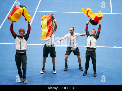 Frankfurt, Germany. 02nd Feb, 2019. Celebration of the german team, Alexander (Sascha) ZVEREV, GER, Philipp KOHLSCHREIBER, GER Tennis Pro, Tim PUETZ, Jan-Lennard STRUFF, GER, double player with national banner, GERMANY - HUNGARY 3-0 Qualifiers Round Mens Tennis Davis Cup in Frankfurt, Germany, February 02, 2019 Season 2018/2019, Credit: Peter Schatz/Alamy Live News - Stock Photo