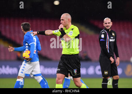 Naples, Italy. 2nd February 2019. Foto Cafaro/LaPresse 2 Febbraio 2019 Napoli, Italia sport calcio Napoli vs Sampdoria- Campionato di calcio Serie A TIM 2018/2019 - stadio San Paolo. Nella foto: arbitro Pairetto.  Photo Cafaro/LaPresse February 2, 2019 Naples, Italy sport soccer Napoli vs Sampdoria - Italian Football Championship League A TIM 2018/2019 - San Paolo stadium. In the pic: referee Pairetto. Credit: LaPresse/Alamy Live News - Stock Photo