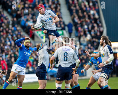 Scotland, UK. 2nd Feb 2019. : Scotland Lock, Grant Gilchrist, gathers the ball during the first half as Scotland play host to Italy in their opening game of the 2019 6 Nations Championship at Murrayfield Stadium, Edinburgh on February 2nd, 2019.  (Photo by Ian Jacobs) Credit: Ian Jacobs/Alamy Live News Credit: Ian Jacobs/Alamy Live News - Stock Photo