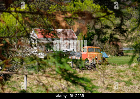 Vintage car next to farmhouse in South Island, New Zealand - Stock Photo