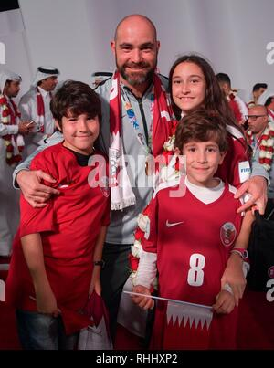 Doha, Qatar. . 2nd Feb, 2019. Qatar national soccer team coach Felix Sanchez Bas of Spain poses with his children for a photo upon arrival at Doha International Airport in Doha, Qatar on Feb. 2, 2019. Qatar won 3-1 over Japan to claim the title of the AFC Asian Cup for the first time. Credit: Nikku/Xinhua/Alamy Live News - Stock Photo