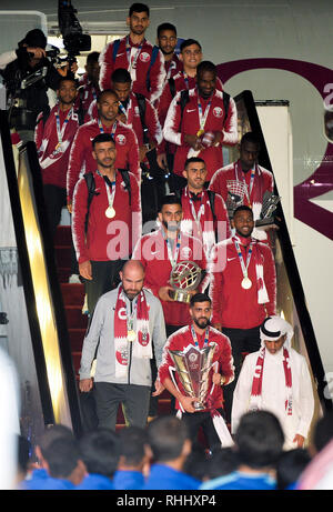 Doha, Qatar. . 2nd Feb, 2019. Qatar national soccer team players disembark from their airplane upon arrival at Doha International Airport in Doha, Qatar on Feb. 2, 2019. Qatar won 3-1 over Japan to claim the title of the AFC Asian Cup for the first time. Credit: Nikku/Xinhua/Alamy Live News - Stock Photo