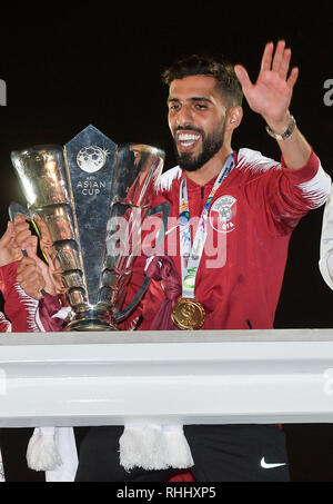 Doha, Qatar. . 2nd Feb, 2019. Qatar national soccer team captain and forward Hasan Al Haydos holds the trophy upon arrival at Doha International Airport in Doha, Qatar on Feb. 2, 2019. Qatar won 3-1 over Japan to claim the title of the AFC Asian Cup for the first time. Credit: Nikku/Xinhua/Alamy Live News - Stock Photo