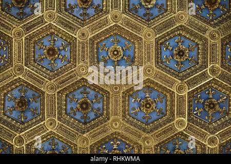 Gilded coffered ceiling decorated with heraldic lilies designed by Italian Renaissance architects Benedetto da Maiano and Giuliano da Maiano and assistants (1472-1478) in the Hall of Lilies (Sala dei Gigli) of the Apartments of the Priori (Sale dei Priori) in the Palazzo Vecchio in Florence, Tuscany, Italy. - Stock Photo