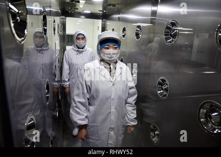 (190204) -- QINGDAO, Feb. 4, 2019 (Xinhua) -- Staff members get disinfected before preparing food in a catering management company for high speed trains in Qingdao, east China's Shandong Province, Feb. 3, 2019. Packed meals on high speed trains are prepared by specialist catering service companies. Each meal is checked by taste, nutrition and price before it is served to passengers. (Xinhua/Li Ziheng) - Stock Photo