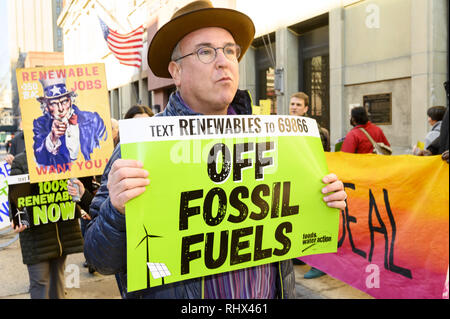 Brooklyn, NY, USA. 4th Feb, 2019. Protest outside the Brooklyn office of U.S. Representative Hakeem Jeffries (D-NY) to encourage him to support the Green New Deal. Protest organized by 350.org, Food & Water Watch and other groups. Protest held in front of the Hanson Place office building in Brooklyn, NY on February 4, 2019. Credit: Michael Brochstein/ZUMA Wire/Alamy Live News - Stock Photo