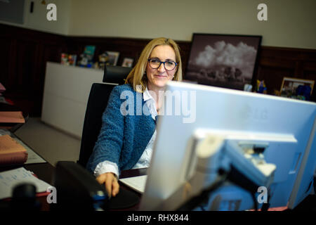 Berlin, Germany. 22nd Jan, 2019. Margarete Koppers, Attorney General of Berlin, sits at her desk in the Berlin Attorney General's Office in her office. (to dpa-Story - Clan Crime in Berlin from 05.02.2019) Credit: Gregor Fischer/dpa/Alamy Live News - Stock Photo