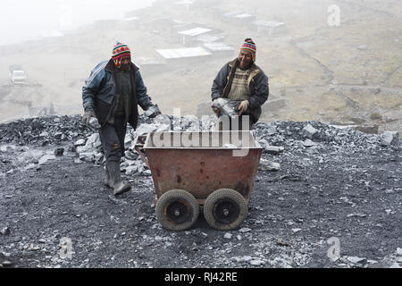 Bolivien, Cordillera Apolobamba, Bergbau, Gold, Minenarbeiter, - Stock Photo