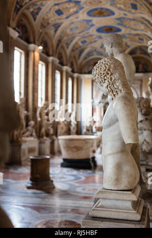 Europa, Italien, Latium, Rom, Vatikan, Halle mit Statuen in den Vatikanischen Museen (Galleria delle Statue) - Stock Photo