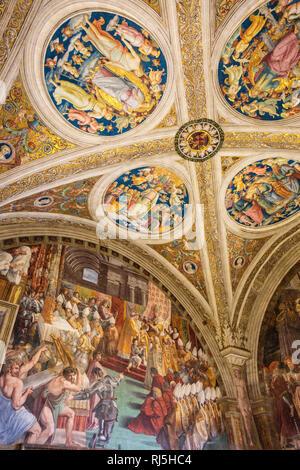 Europa, Italien, Latium, Rom, Vatikan, Stanza dell'Incendio Borgo: Krönung Karls des Großen durch Leo III, - Stock Photo