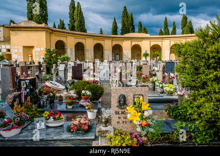 Tombs and graves of the main cemetary, Cimitero urbano di Arezzo, located outside the city wall of the medieval town - Stock Photo
