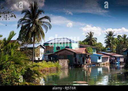 Cambodia, Preah Koh Kong, Krong Khemara Phoumin, modest riverside homes beside Prek Kaoh Pao river inlet - Stock Photo