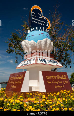 Cambodia, Preah Koh Kong, Krong Khemara Phoumin, Koh Kong Province, the rising star of the southwest, monument beside Prek Kaoh Pao river - Stock Photo