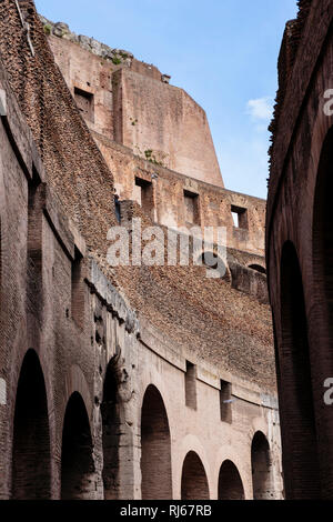Europa, Italien, Latium, Rom, Architekturdetail im Kolosseum - Stock Photo