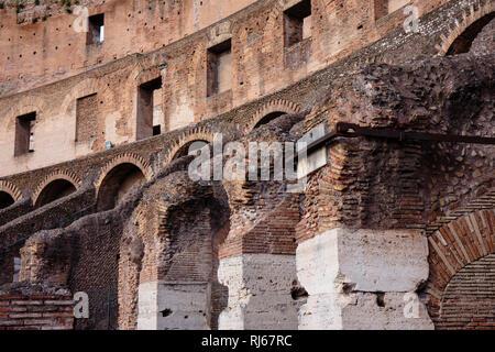 Europa, Italien, Latium, Rom, Architekturdetail im Kolosseum - Stock Photo