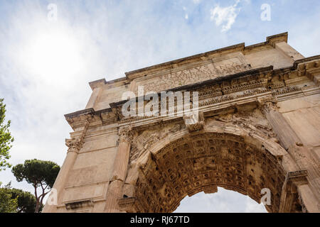 Europa, Italien, Latium, Rom, Der Titusbogen im Südosten des Forum Romanum - Stock Photo