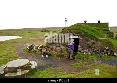 Haus, Touristin, Saenautasel, Island, Landschaft - Stock Photo