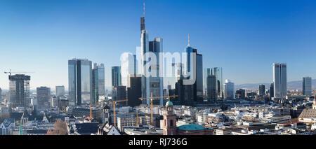 Blick vom Kaiserdom St. Bartolomäus zur Paulskirche und zur Skyline von Frankfurt am Main, Hessen, Deutschland - Stock Photo