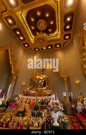 größter sitzender goldener Buddha Thailands im Tempel Wat Traimit, Bangkok, Thailand - Stock Photo