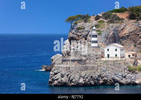 Leuchtturm Far de sa Creu an der Hafeneinfahrt, Port de Soller, Mallorca, Balearen, Spanien - Stock Photo